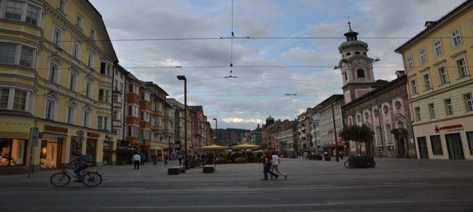 Popołudnie w pochmurnym Innsbrucku
