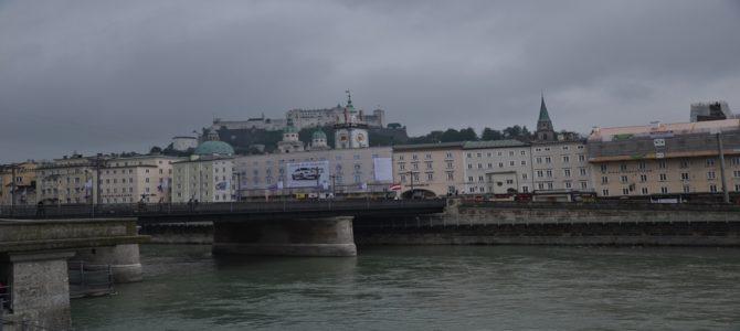 Salzburg i wyścig starych samochodów.