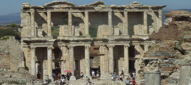 Efez i jego starożytne ruiny