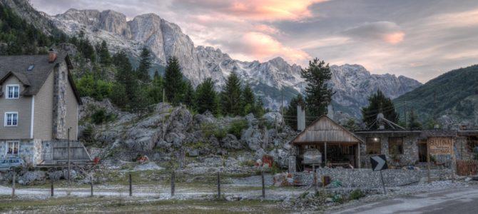 Dolina Valbony i trekking w stronę Theth