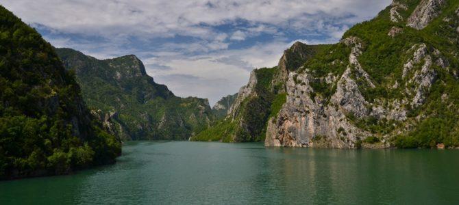 Rejs po jeziorze Koman