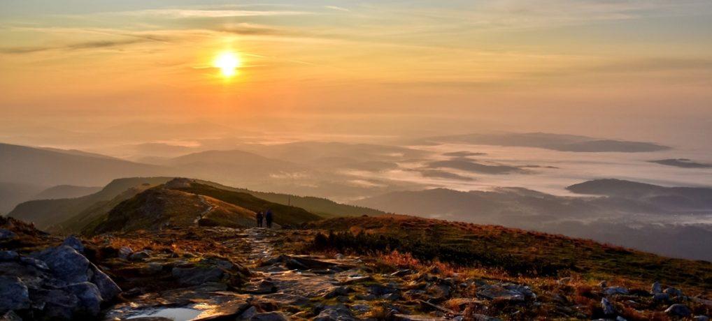 Babia Góra o wschodzie słońca